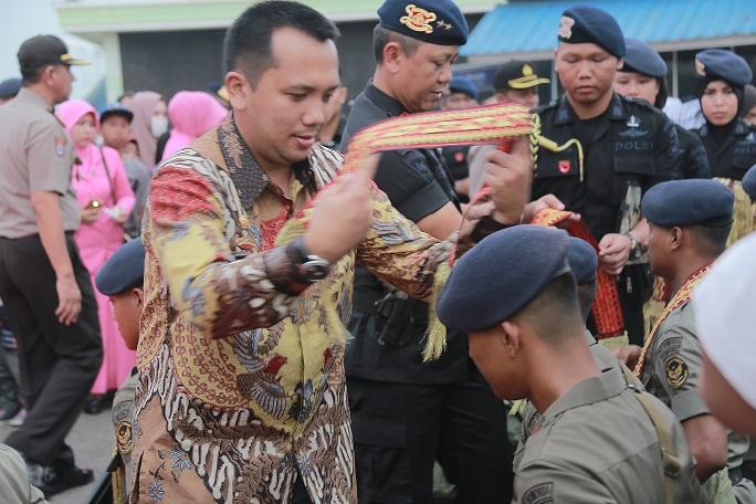 Gubernur Lampung Dan Kapolda Melepas 106 Anggota Brimob Ke Sulawesi Tengah