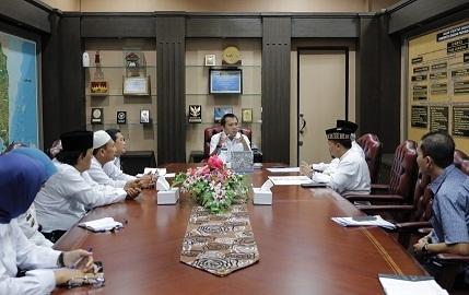 Gubernur Lampung Terima Kartu Anggota Ikatan Persaudaraan Haji Indonesia