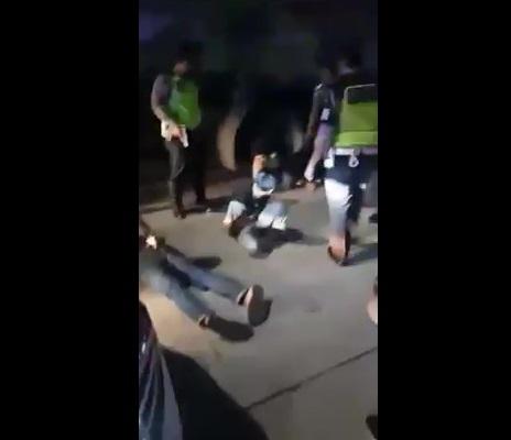 petugas mengamankan oknum polisi